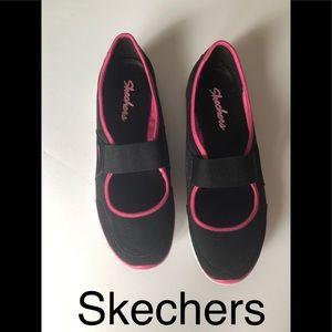 New Skechers  flat size 8